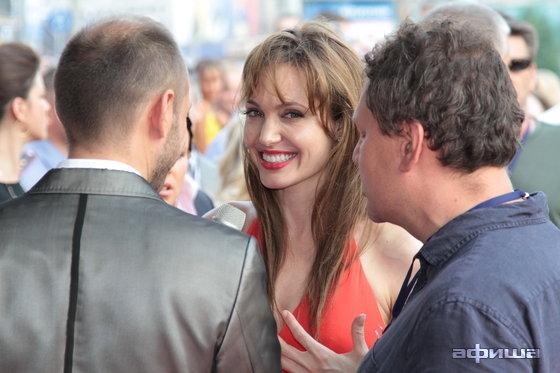 Angelina Jolie в Москве (35 фото) .